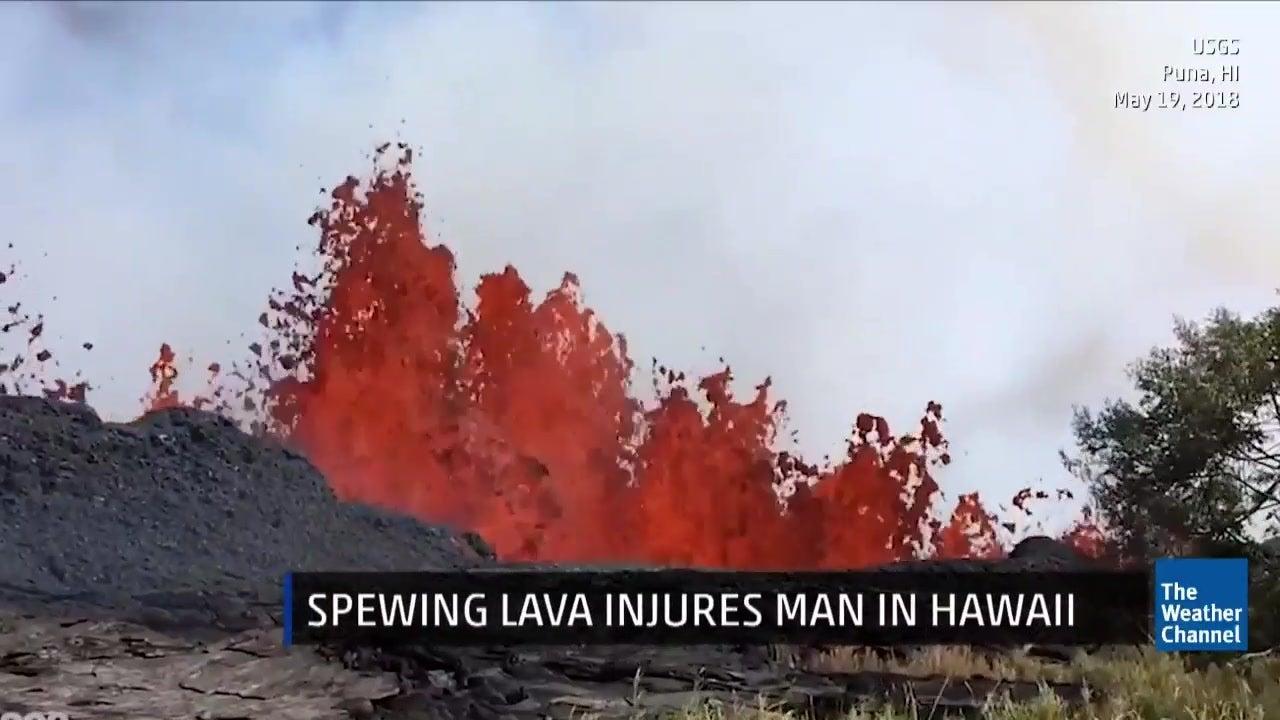 hawaii lava flow reaches ocean  red