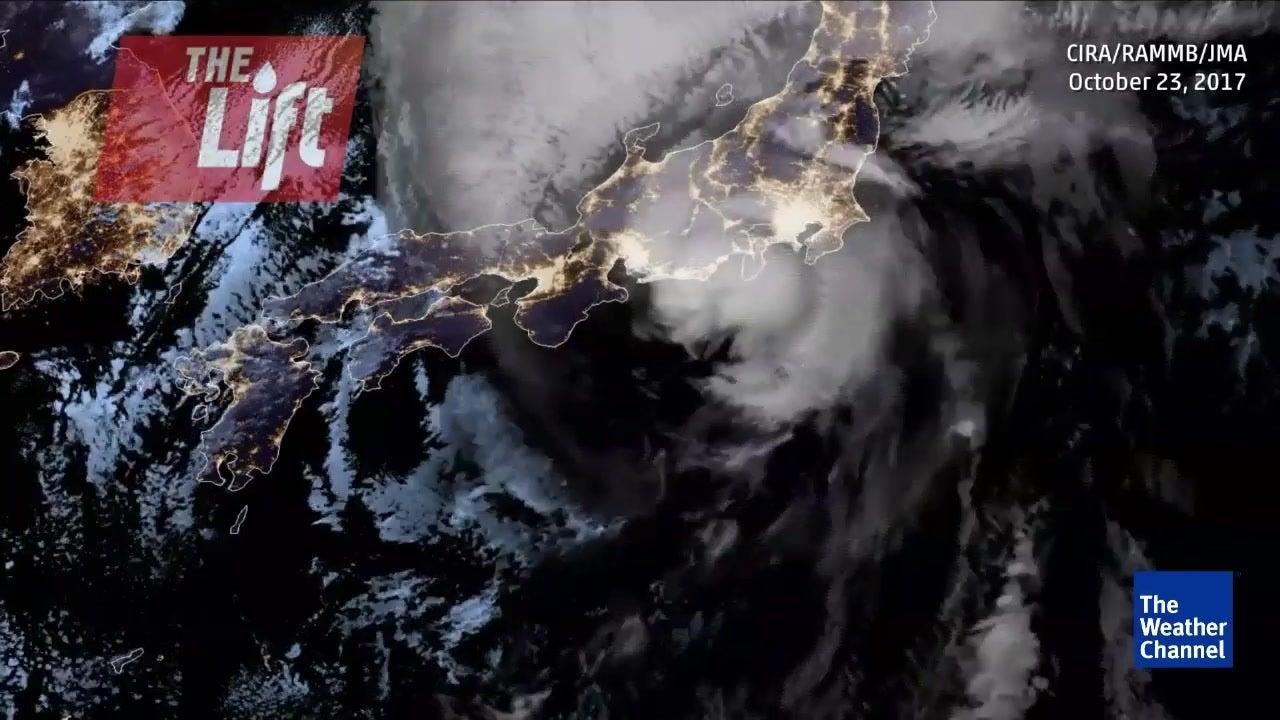 Deadly Japan Typhoon Weakens