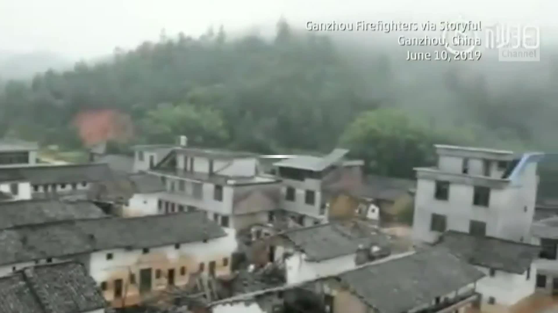Lluvias torrenciales golpearon varias provincias en el sur de China, causando inundaciones generalizadas. Según la Agencia de Noticias Xinhua, al menos 16 personas murieron y otra docena desapareció.