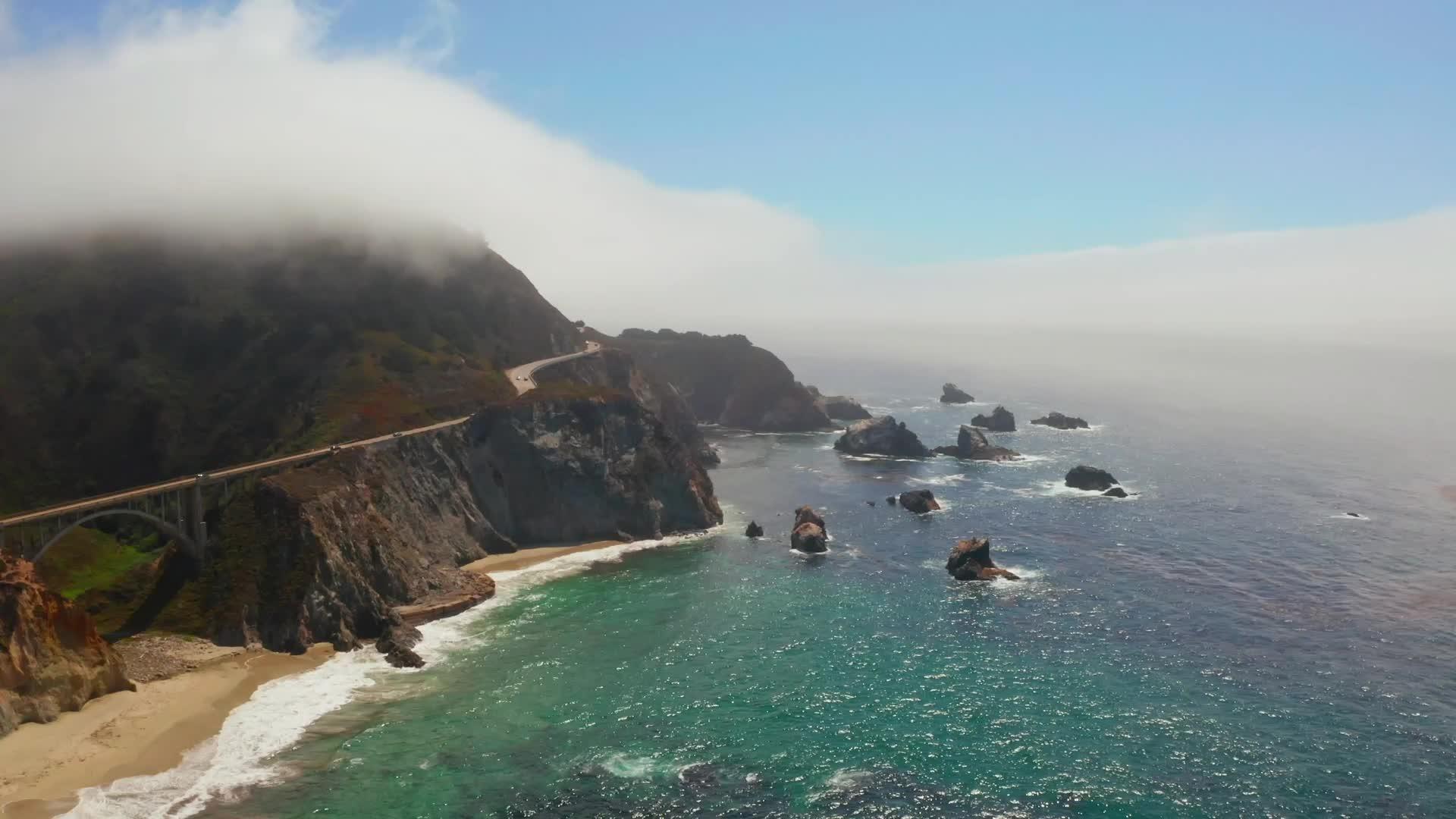 Miles de cráteres salpican el fondo marino frente a la costa del centro de California, y la causa probable es inquietante.