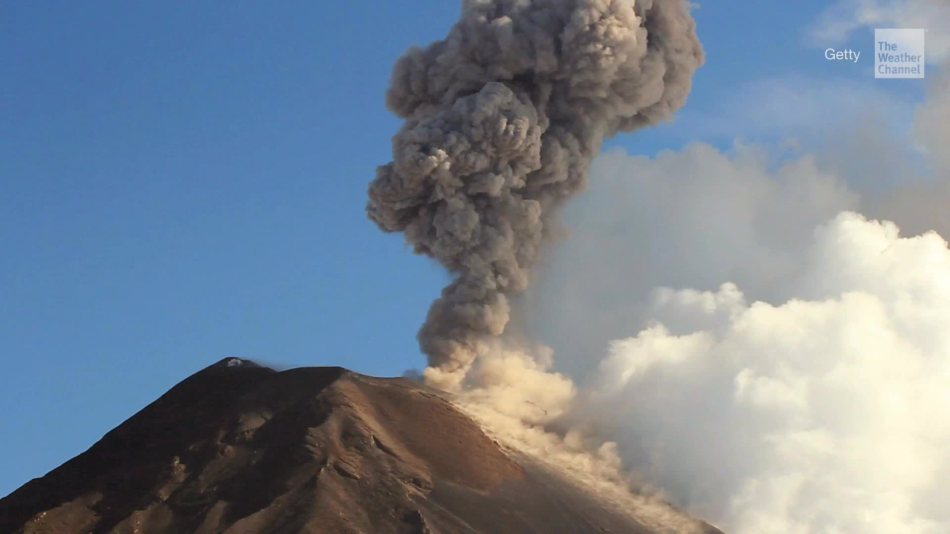 The Tungurahua volcano in Ecuador is in danger of collapse, threatening thousands of people who live near the active volcano.