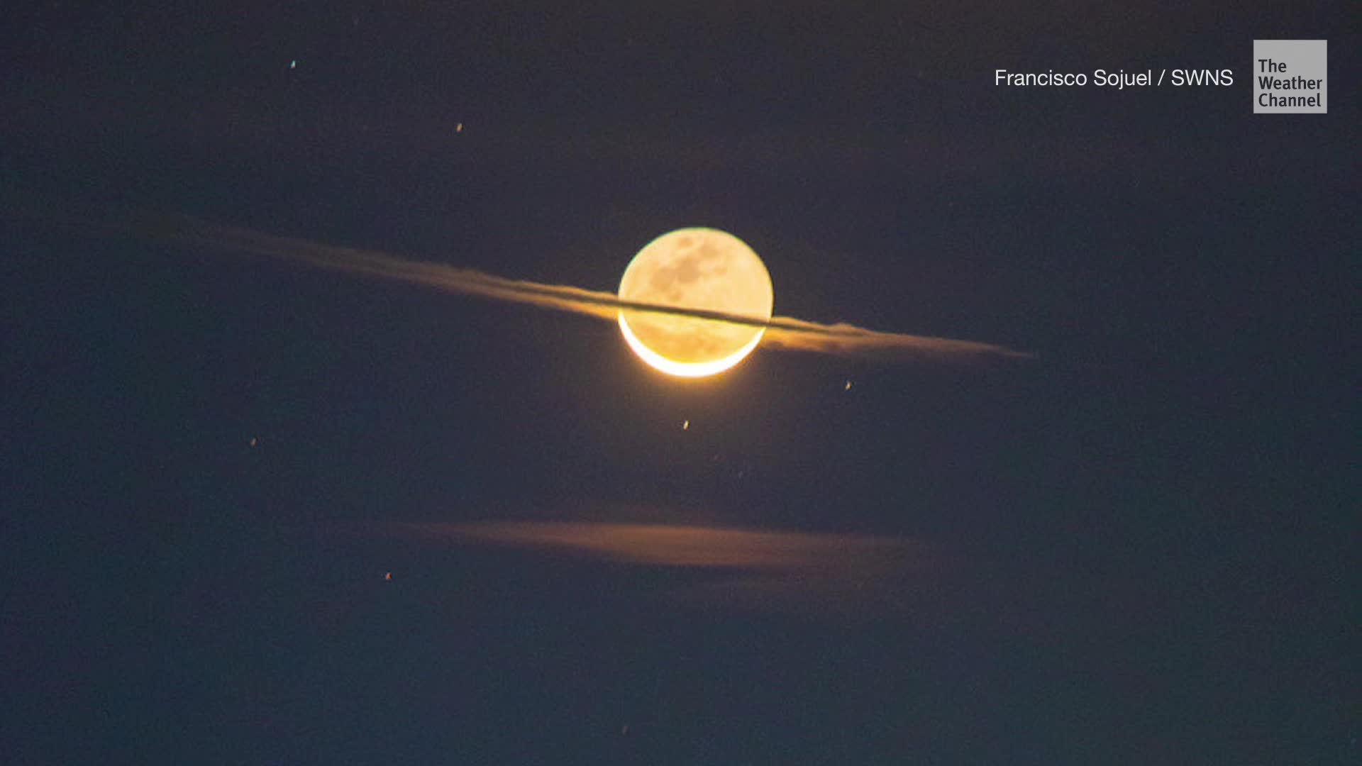 Clouds and timing of the sunrise made the moon appear to have rings just like Saturn.