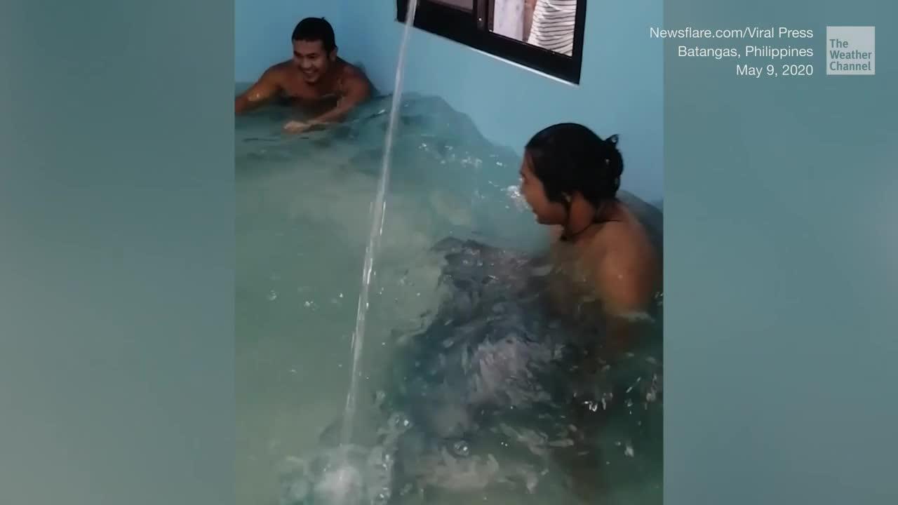 Habitación vacía convertida en piscina en Filipinas