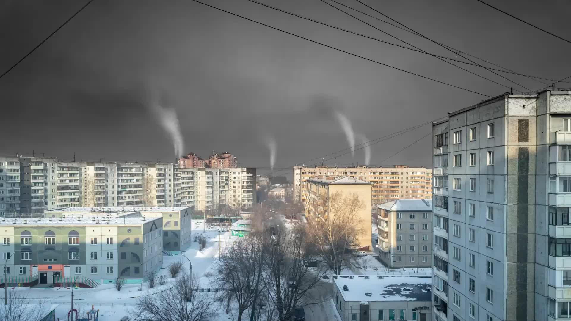 Smog tóxico vuelve los cielos negros en ciudad rusa