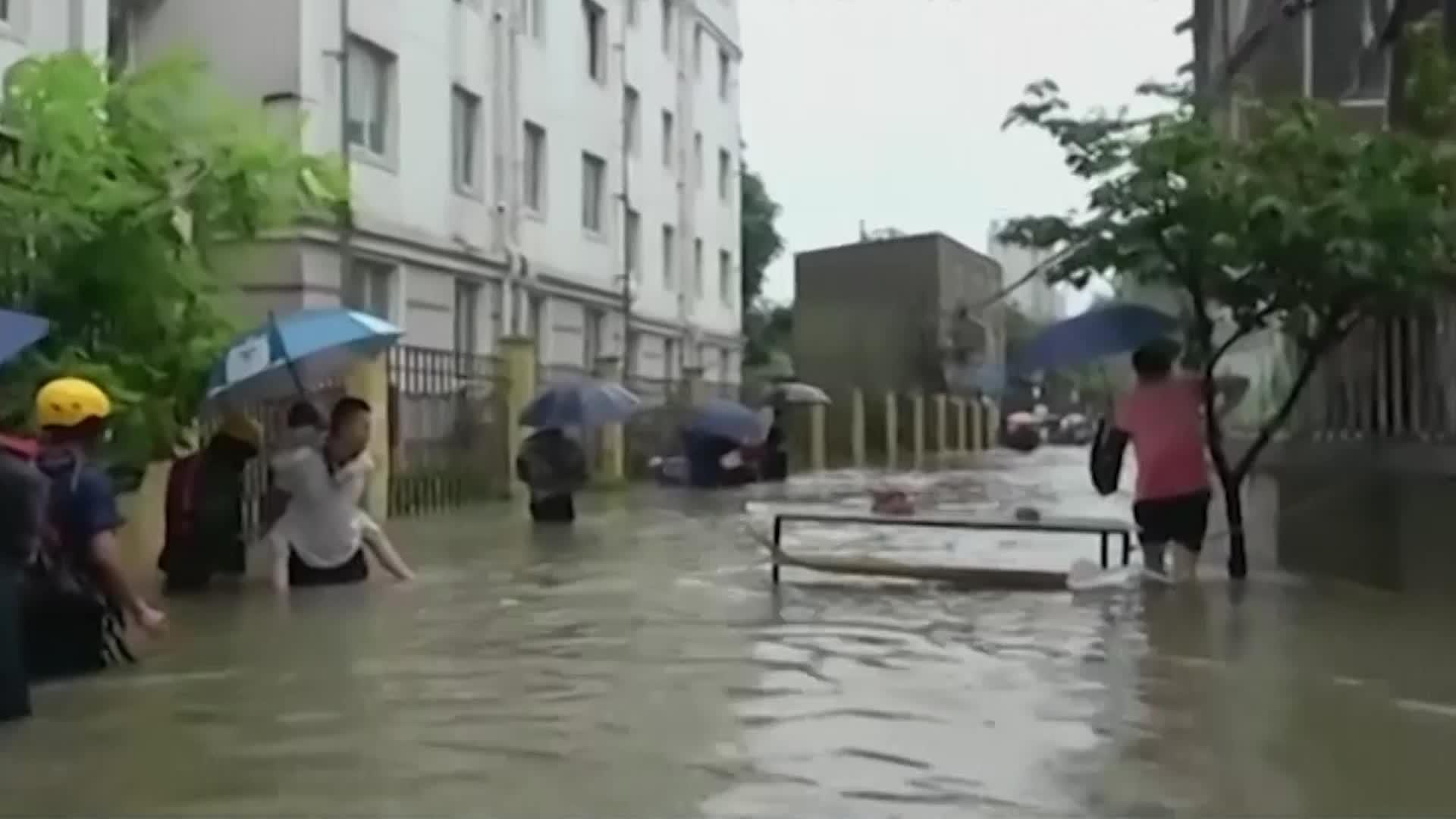 Inundaciones en China mataron a casi 100 personas en junio