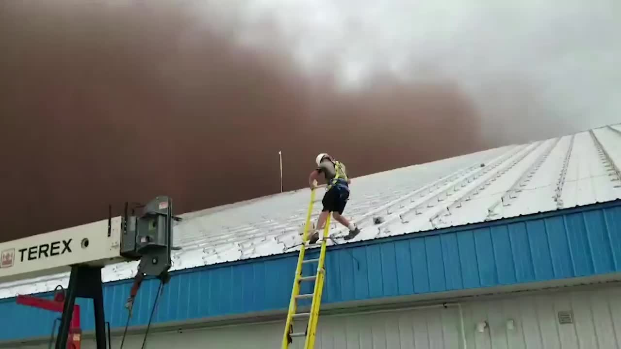 Construction Workers Caught Off-Guard by Canada Dust Storm