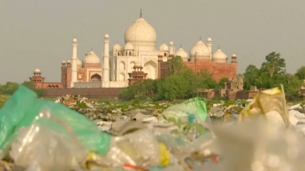 India S Taj Mahal Turning Yellow And Green From Pollution