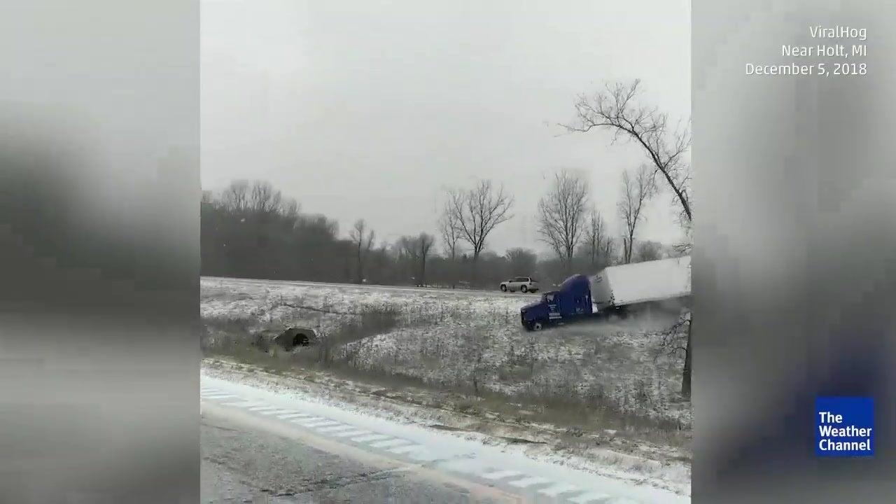 Gelo e neve causam acidente de camião