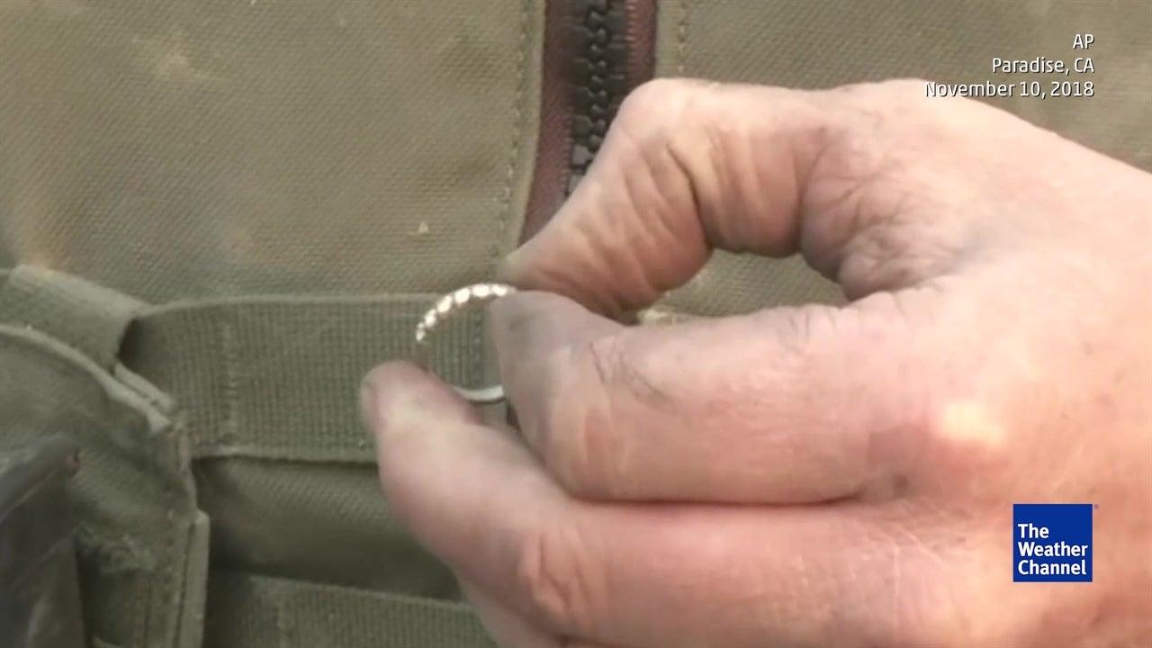Encontraram anel de casamento no meio das cinzas