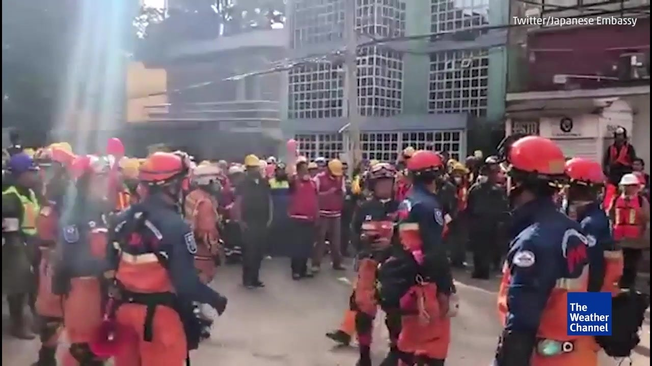 Japanese Rescuers Help Mexico City