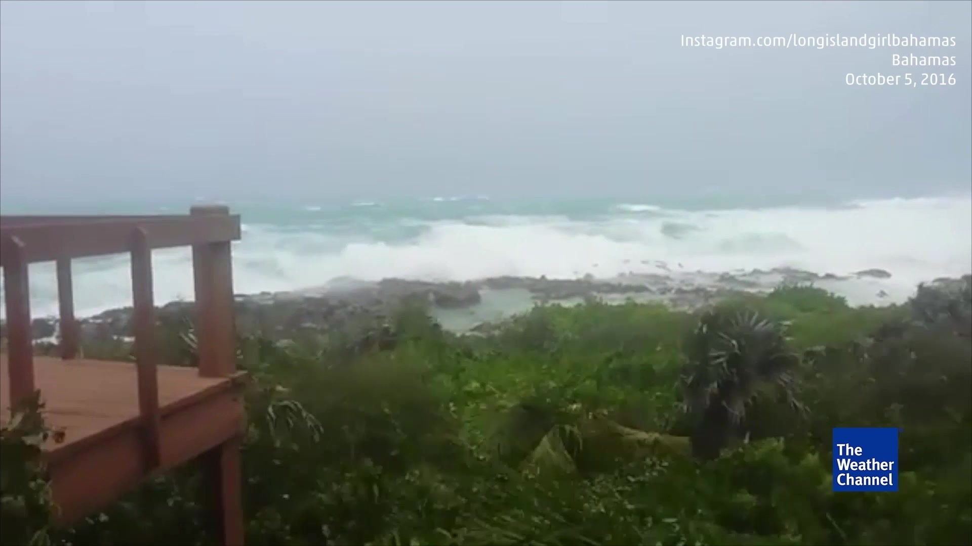 strong matthew winds hitting the bahamas
