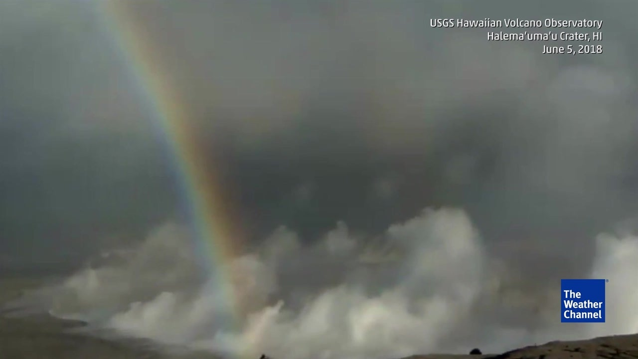 Stunning Rainbow Appears Over Erupting Kilauea Volcano