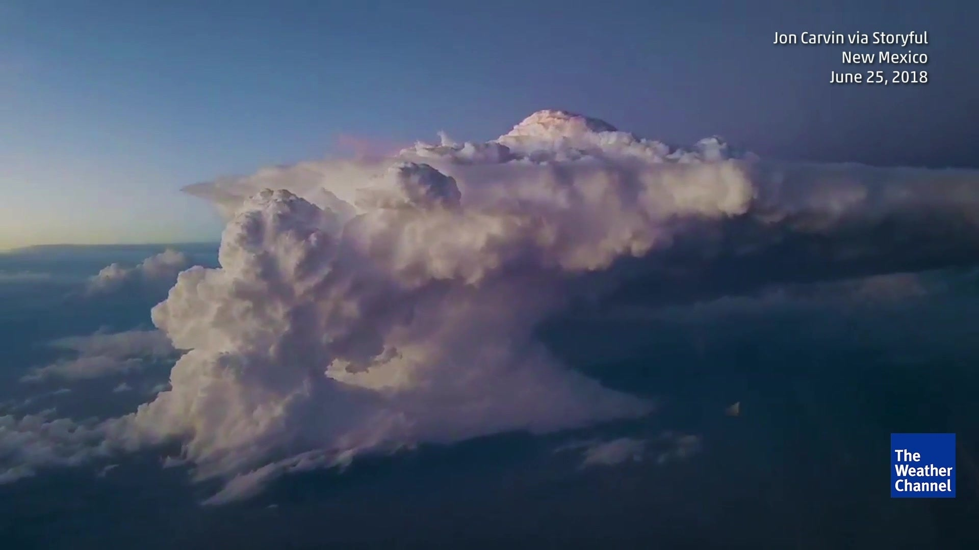 Airplane Passenger Captures Thunderstorm Over New Mexico