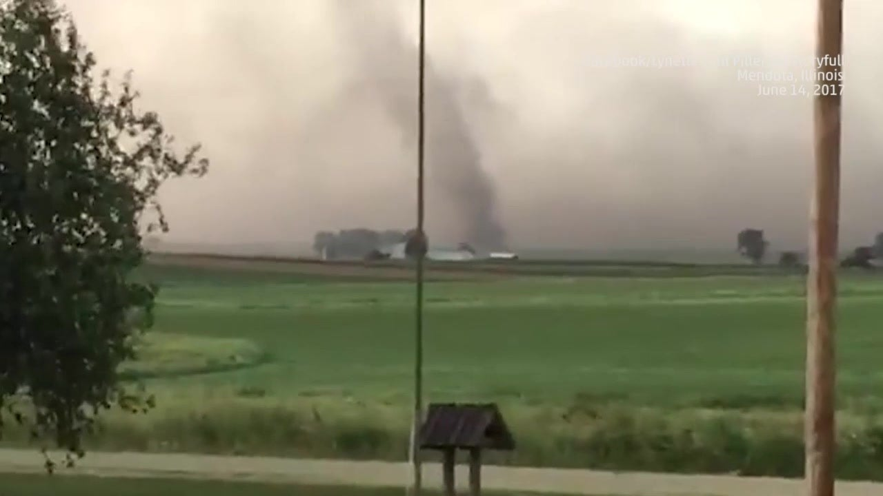 tornado spotted in illinois