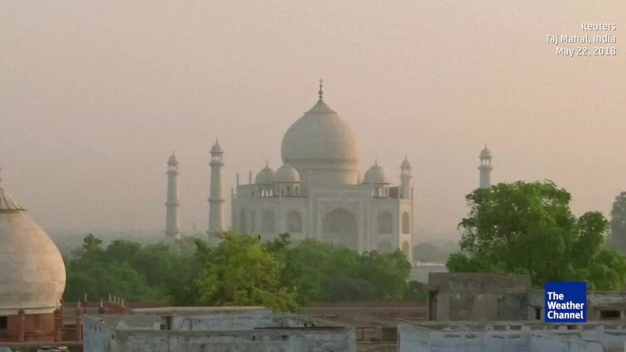 India's Taj Mahal is turning yellow and green from pollution