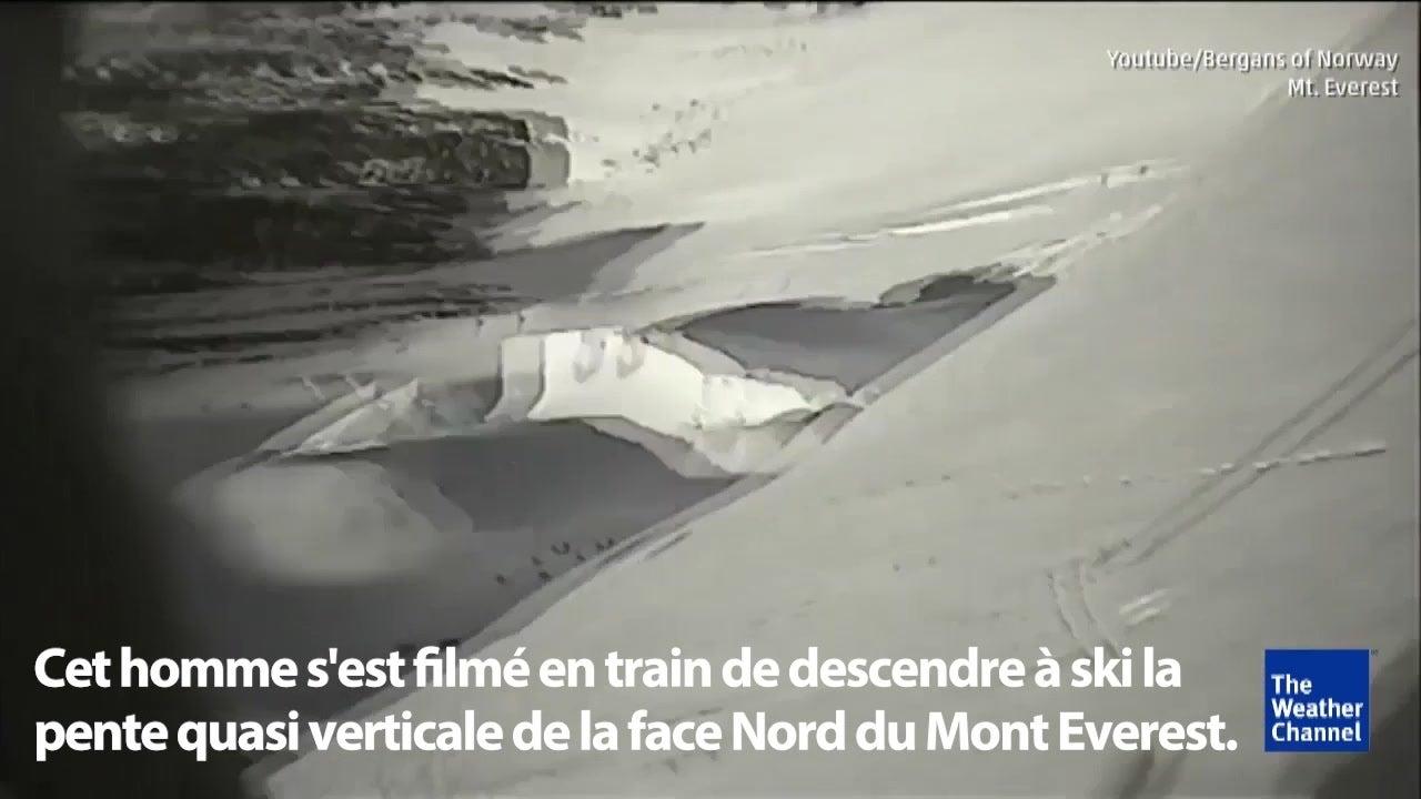 Un casse-cou se filme en dévalant l'Everest