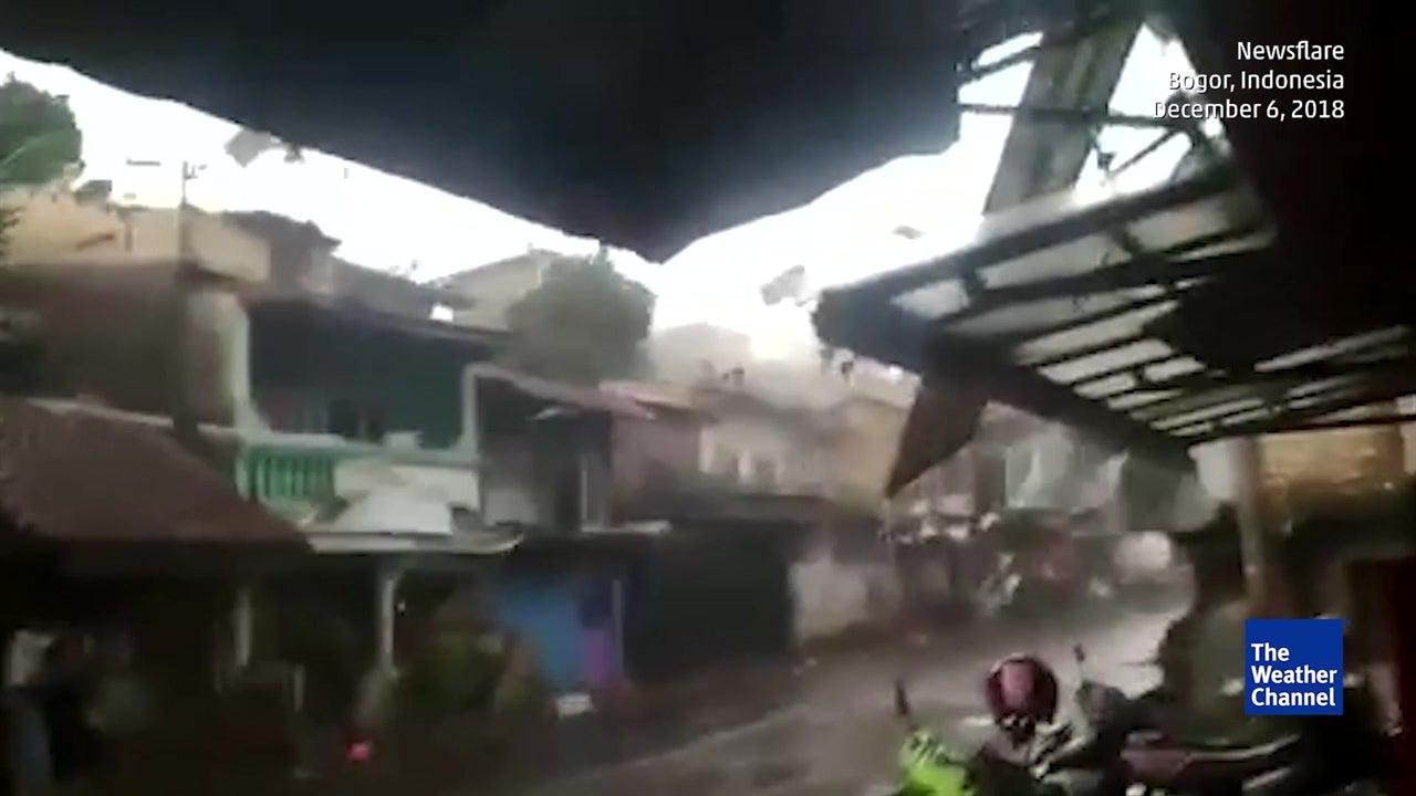 Tornado deixa rasto de destruição em Java