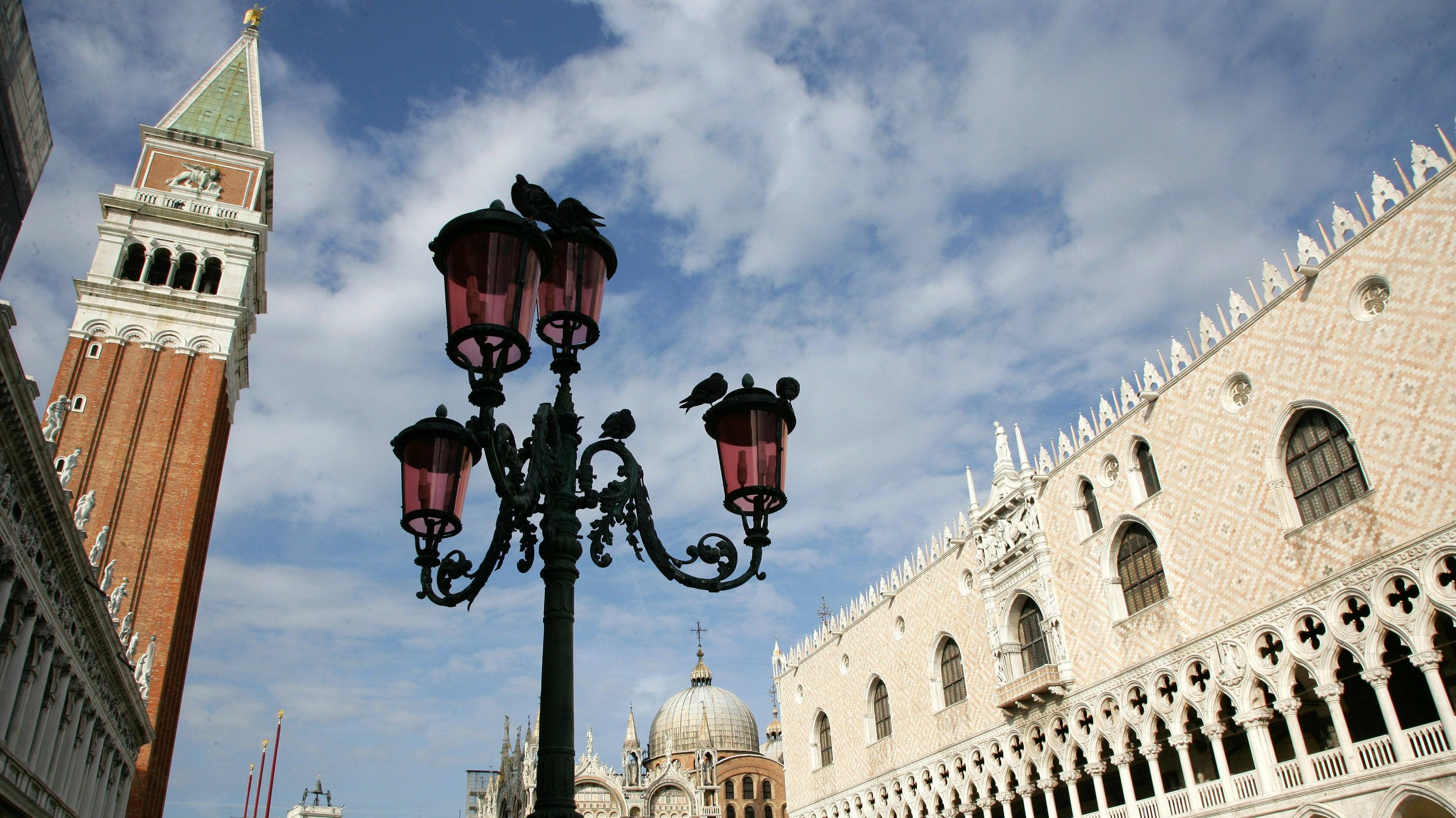 Vandalismus in Venedig: Unbekannte beschmieren Löwe vor Markusdom