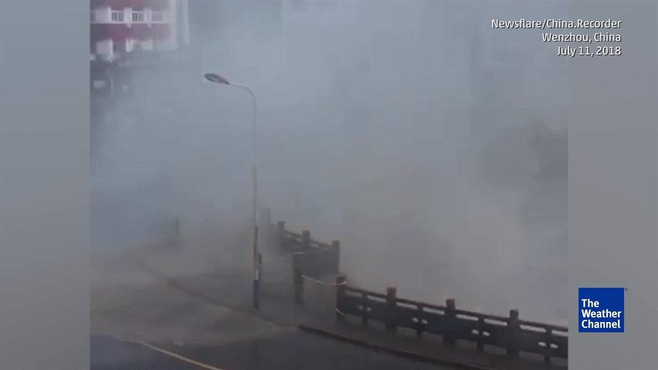 Huge Typhoon Waves Batter Chinese City