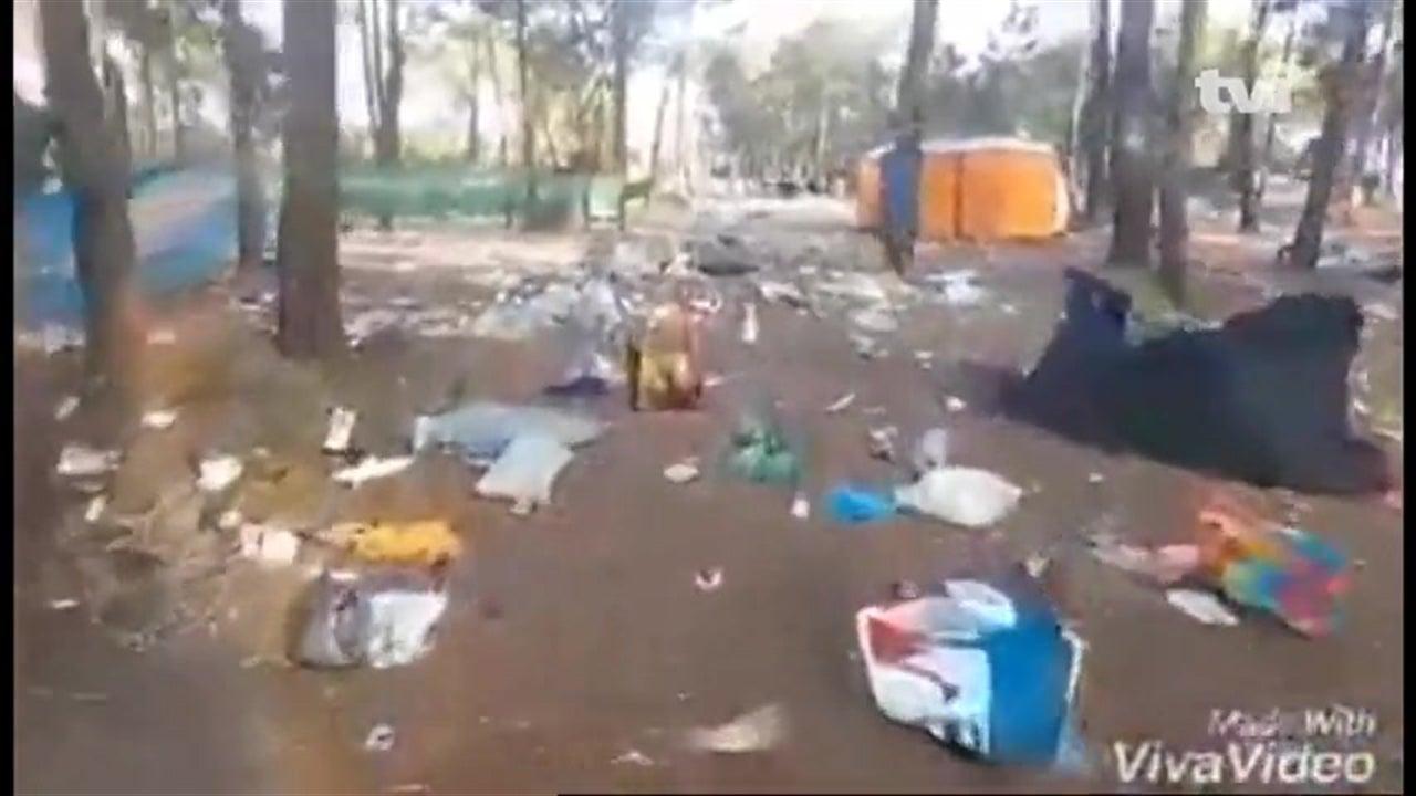 Festivaleiro mostra mar de lixo no MEO Sudoeste
