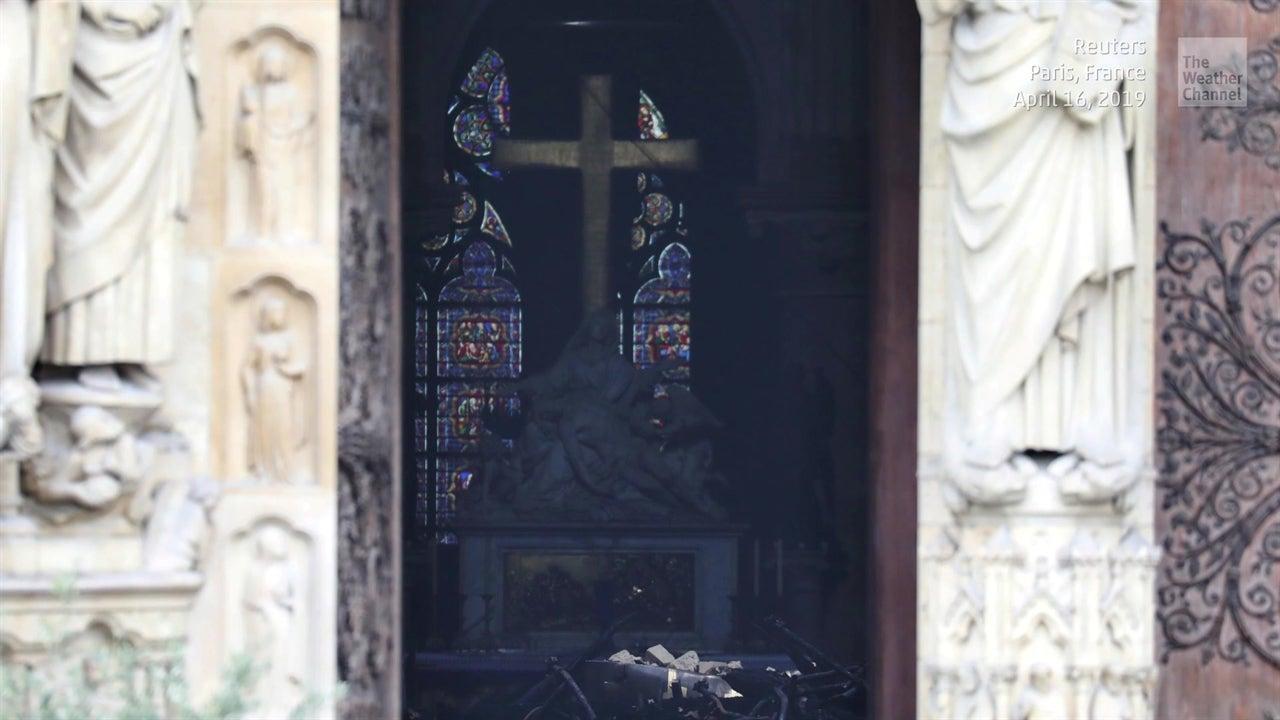 Corona de Espinas y rosetones a salvo en Notre Dame