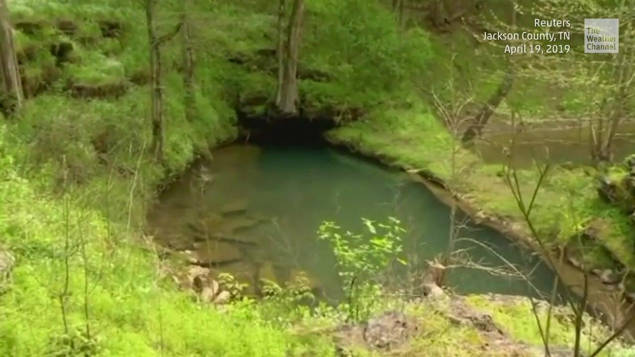 Rescatan a buzo tras pasar 27 horas atrapado en cueva