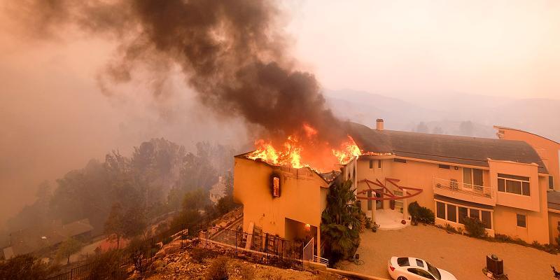Hier tobt das Feuer zwischen den Malibu-Villen der Stars